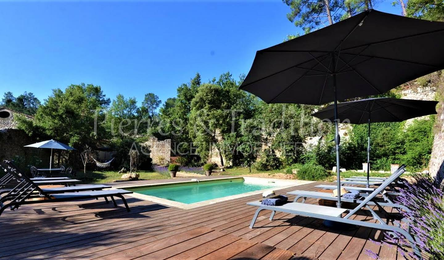 Property with pool Rustrel