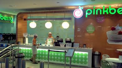 Photo: Dubai frozen yogurt stand
