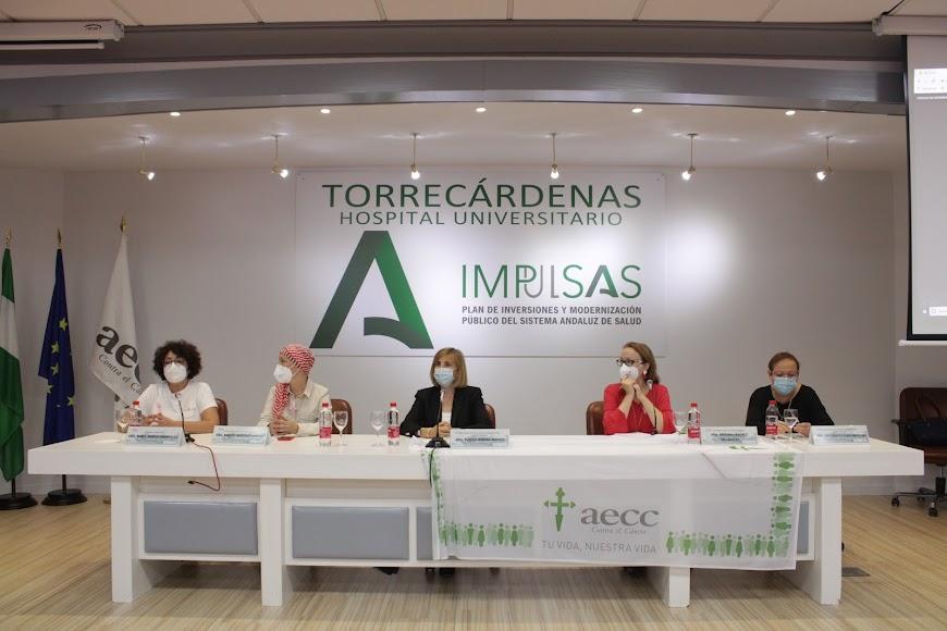 Jornada contra el cáncer de mama en el Hospital Universitario de Torrecárdenas.