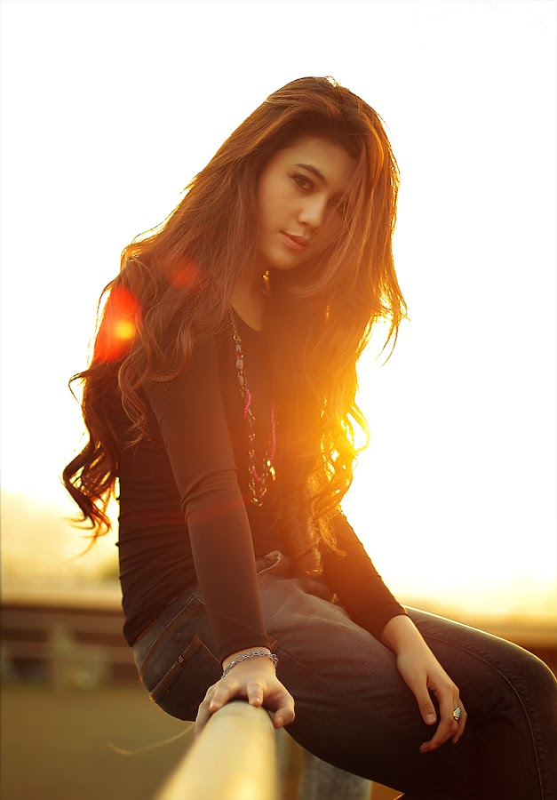 try take pict with flare by Wawan Marwan - People Portraits of Women