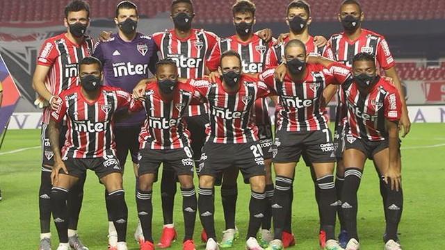 Time posado do São Paulo contra o Bragantino