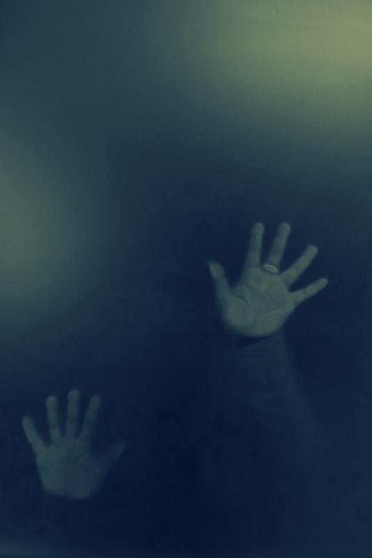 Mani nel buio di sere.sergi