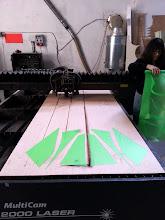 Photo: First pieces of the sail in Fluorescent Green Icarex. / Primeres peces de la vela de l'estel en Icarex verd fluorescent.