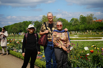 Photo: Linda, Karin, and Vickie at the Charlottenburg Schloss Gardens