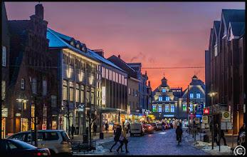 Photo: Die kleine nordfriesische Stadt Husum am Abend