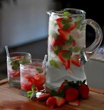Photo: Strawberry Champagne Spritzer