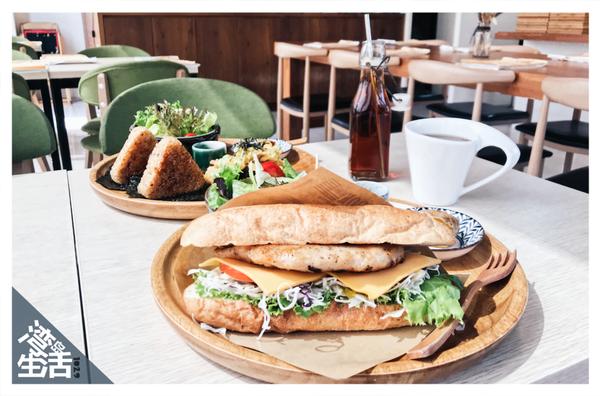 如初Original 台中日式烤飯糰輕食餐廳 塘揚雞鮭魚飯糰 / 香煎胡椒嫩雞軟法