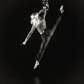 Flying high by Tom Mehlum - People Musicians & Entertainers ( performing art, photo, people, dance, photography, dancer )
