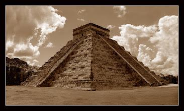Photo: Pirámide del Castillo -  Chichen Itza, Yucatán