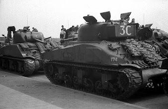 Photo: 0008. Bevrijdingsparade op de Laan van Meerdervoort, tanks. 21  mei 1945.  http://www.loki-travels.eu/
