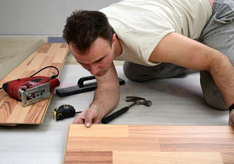 Panele drewniane możemy zastosować przy wodnym ogrzewaniu podłogowym.