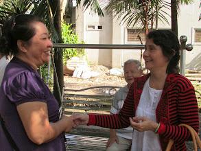 Photo: Vợ Chi và cô Thanh (vợ thầy Hạnh)