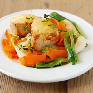 Überbackene Putenmedaillons mit Gemüse