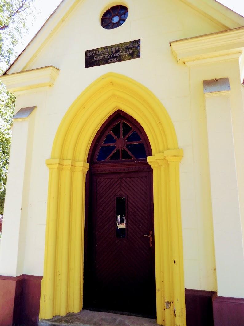 Vértesboglár - Szent Erzsébet-kápolna a temetőben
