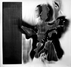 Photo: © Olivier Perrot Photogramme 1999 Portrait 1000x1000mm Papier baryte Ref : Portrait-05