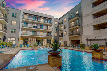 Go to Rivera on Broadway Apartments website