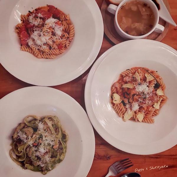 No.4 Pasta 義大利麵肆號商行 - 新興工業風高質感義大利麵、燉飯,加入鳳梨果乾的義大利麵非常特別