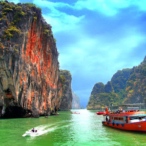 Hong Island by Maynard Caryabudi - Transportation Boats
