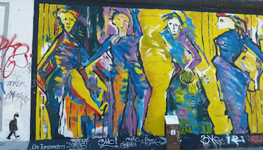 "Photo: East Side Gallery;  Sabine Kunz ""Die Tanzenden"""