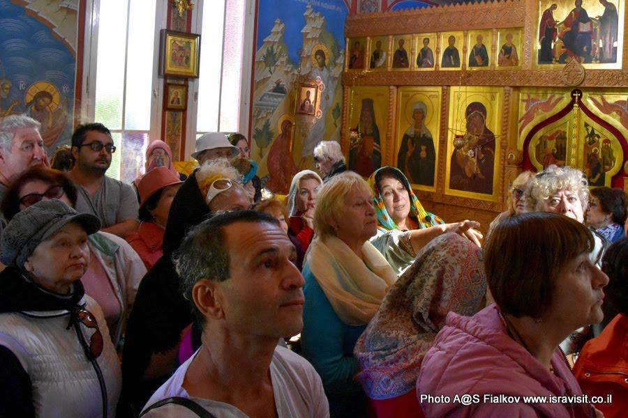 В церкви св. Марии Магдалины в подворье Горненского монастыря в Магдале. Экскурсия по Галилее Христианской. Гид в Израиле Светлана Фиалкова.