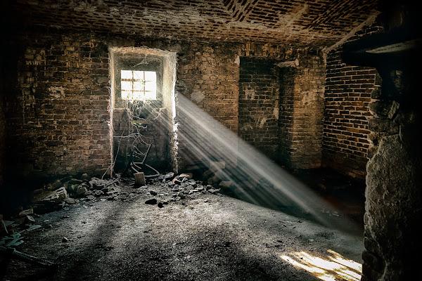 Non rimase nulla e nessuno, solo la luce... di davide_giovanni_volpi