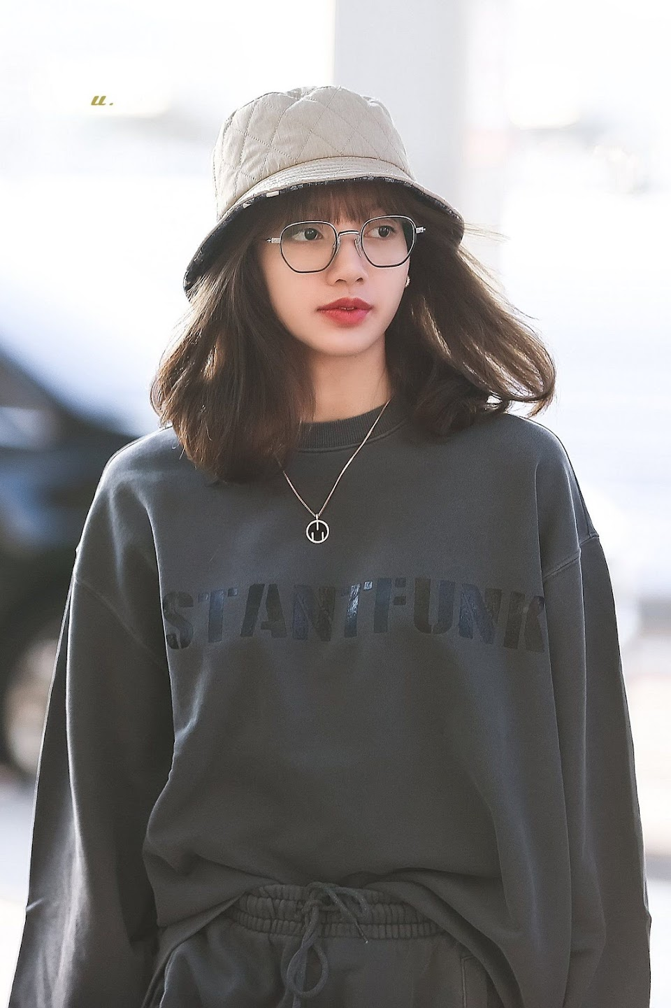 buckethatspecs_lisa