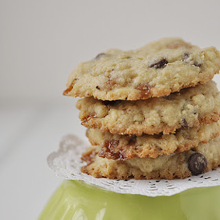 Caramel Oatmeal Chocolate Chip Cookie