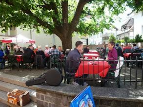 Photo: Geselligkeit im Gartenrestaurant