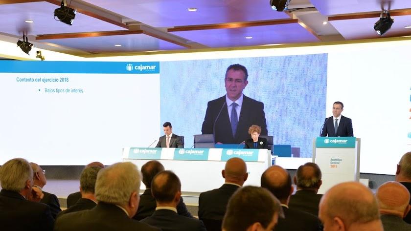 El presidente Eduardo Baamonde esbozó los retos estratégicos de la entidad ante 250 socios en La Envía.
