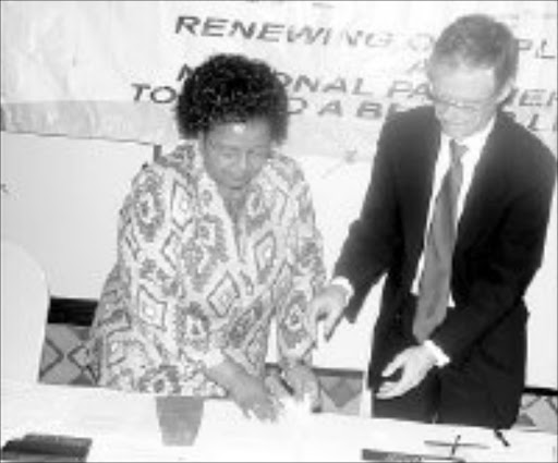 TOUGH STANCE: North West Premier Edna Moewa and the head of the SIU Willie Hofmeyer sign an agreement to cooperate in the fight against corruption in the province. Pic. Boitumelo Tshehle. © Sowetan.