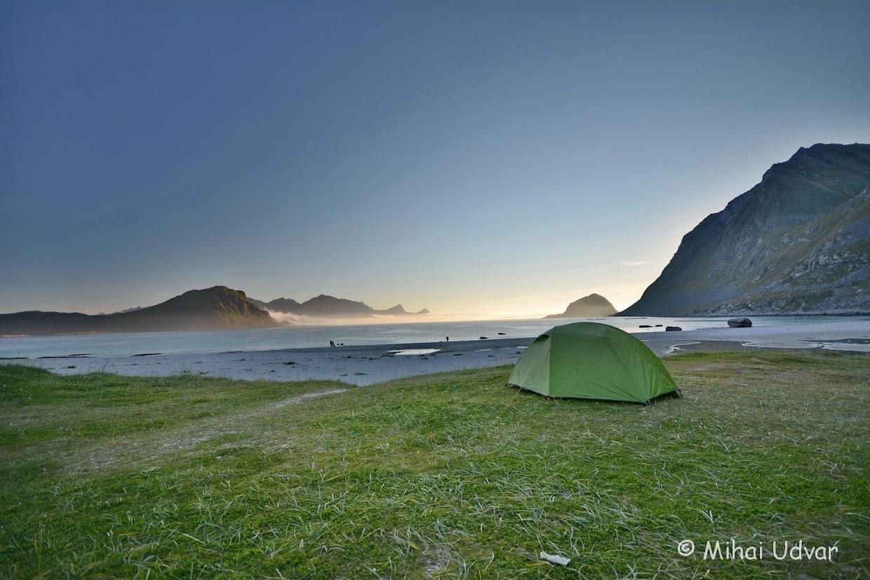 45-days-nomadic-biking-img09-lofoten-tent-base