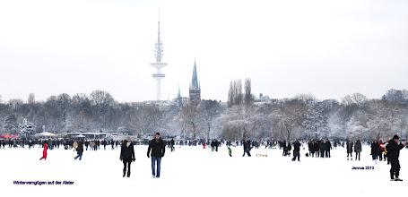 Photo: Winterverngügen auf der Alster