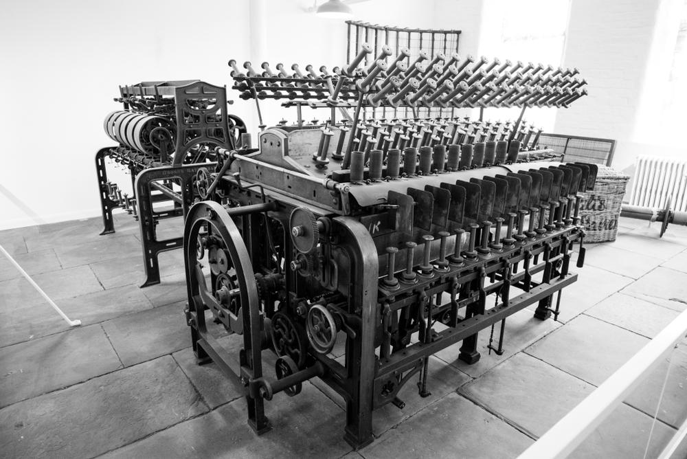 O tear a vapor permitiu que a tecelagem tivesse uma produtividade muito maior. (Fonte: Loocmill/Shutterstock)