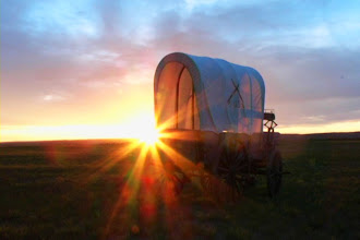 Photo: Covered wagon on the plains of Wyoming
