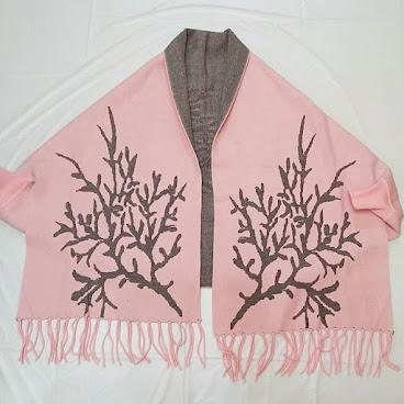 Item No.T010-500-450 WooI scarf overcoat, free size 編號: T010-500-450. 羊毛披肩外套,均碼  #衣服。 #韓。 #時裝。  #時尚。 #時尚精品。 #熱。 #熱賣。 #歐美。 # hk。#hkgirl。 #hkonlineshop。 #hkig。 #晚裝。 #東大門。 #instafashion.  #fashion.  #fashionista.  #fashiondaily.  #fashionlover. #girlskingdom