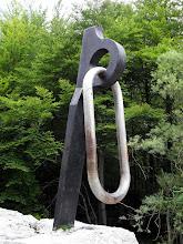 Photo: Poznati klin-spomenik od kojega sve započinje