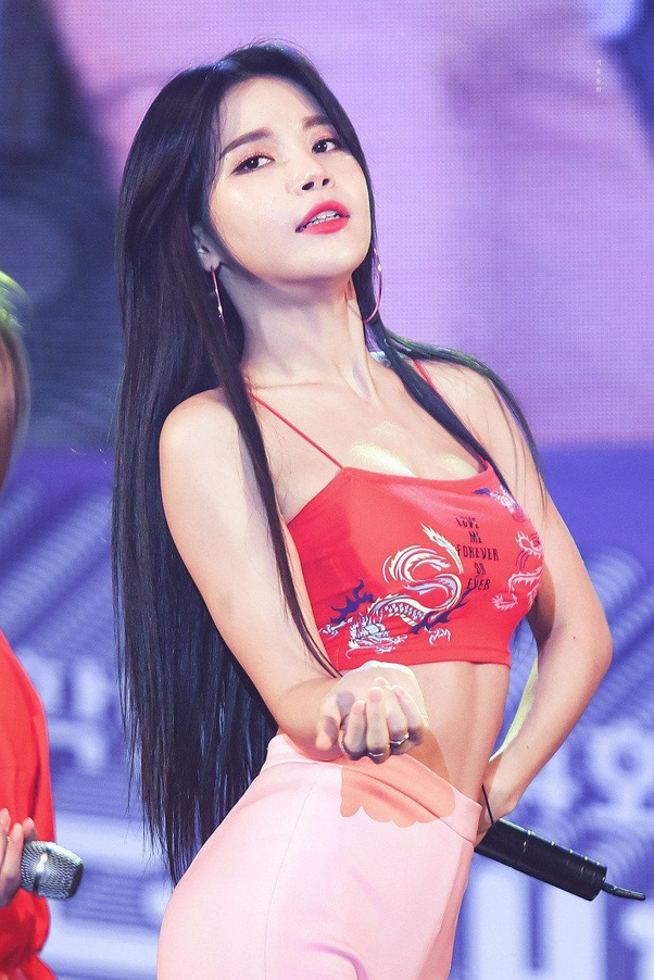 10 Devilishly Sexy Photos Of Mamamoo S Solar S Glorious Abs That Ll Successfully Quench Your Thirst For At Least Two Minutes Koreaboo
