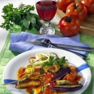 Rouladen auf Tomatengemüse