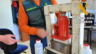 Maquinaria para la elaboración de cocaína incautada en el laboratorio.