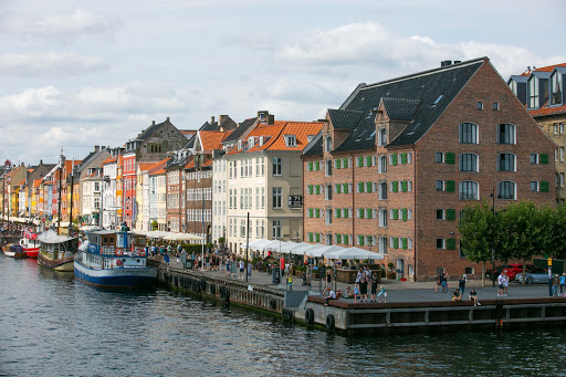 Nyhavn-copenhagen-2.jpg - Scenic buildings line Nyhavn, 17th-century waterfront, canal and entertainment district in Copenhagen, Denmark.