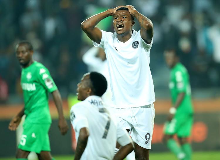 Orlando Pirates offload Thamsanqa Gabuza' Kuda Mahachi to SuperSport