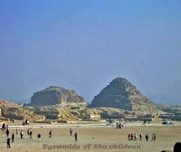 Photo: De Piramides van de kinderen