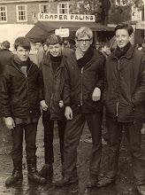 Photo: Zuidlaardermarkt v.l.n.r. Jan Enting (bode), Harm Sloots, Ede Hofsteenge en Hendrik Sloots