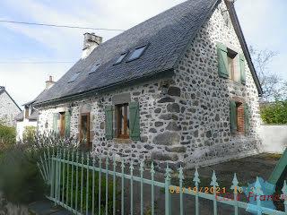 Maison Larodde (63690)