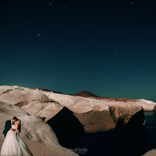 Wedding photographer Kostas Oroumpozanis (fairytaleweddin). Photo of 13.09.2017