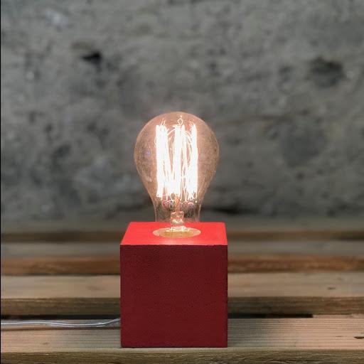 Lampe cube béton rouge