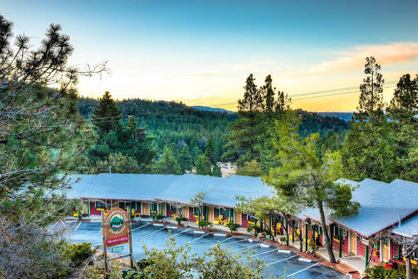Idyllwild Bunkhouse Bed and Breakfast
