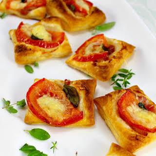 Cheesy Bacon and Tomato Mini Pizzas.