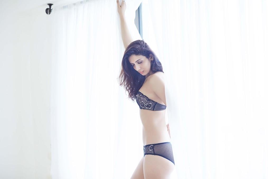 Heena Panchal sexy back, Heena Panchal in lingerie