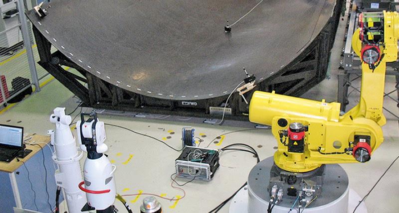 Лазерная следящая система корректирует точное положение роботов при строительстве самолетов